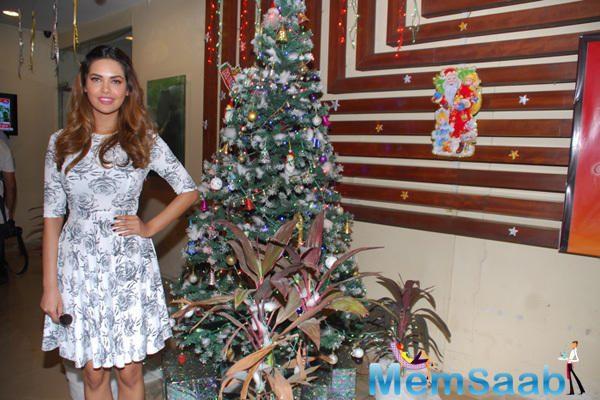 Esha Gupta Press Meet Of New Year Eve Performance