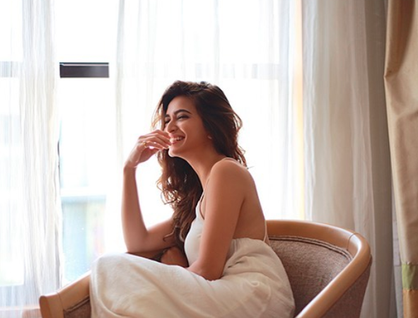 Kriti Kharbanda would take long hours to get ready for her role in 14 Phere